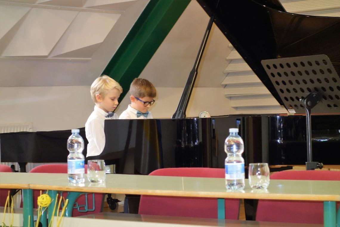 Filip Kacin in Filip Gnezda, klavirski duo  mentorici: Tatjana Grahelj in Katarina Brenčič