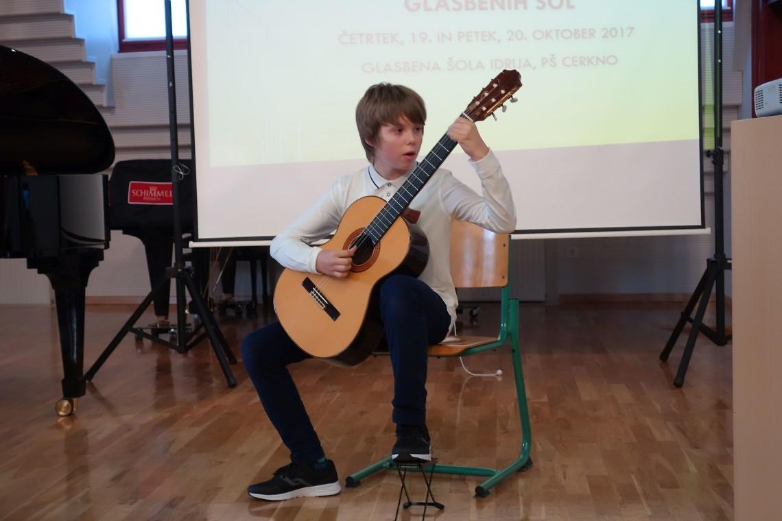 Gašper Golob, kitara  mentorica: Andreja Semenič