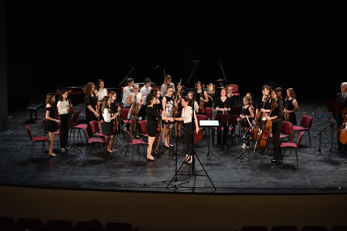 Glasbena šola Brežice Dirigentka: Andrea Haber Požar