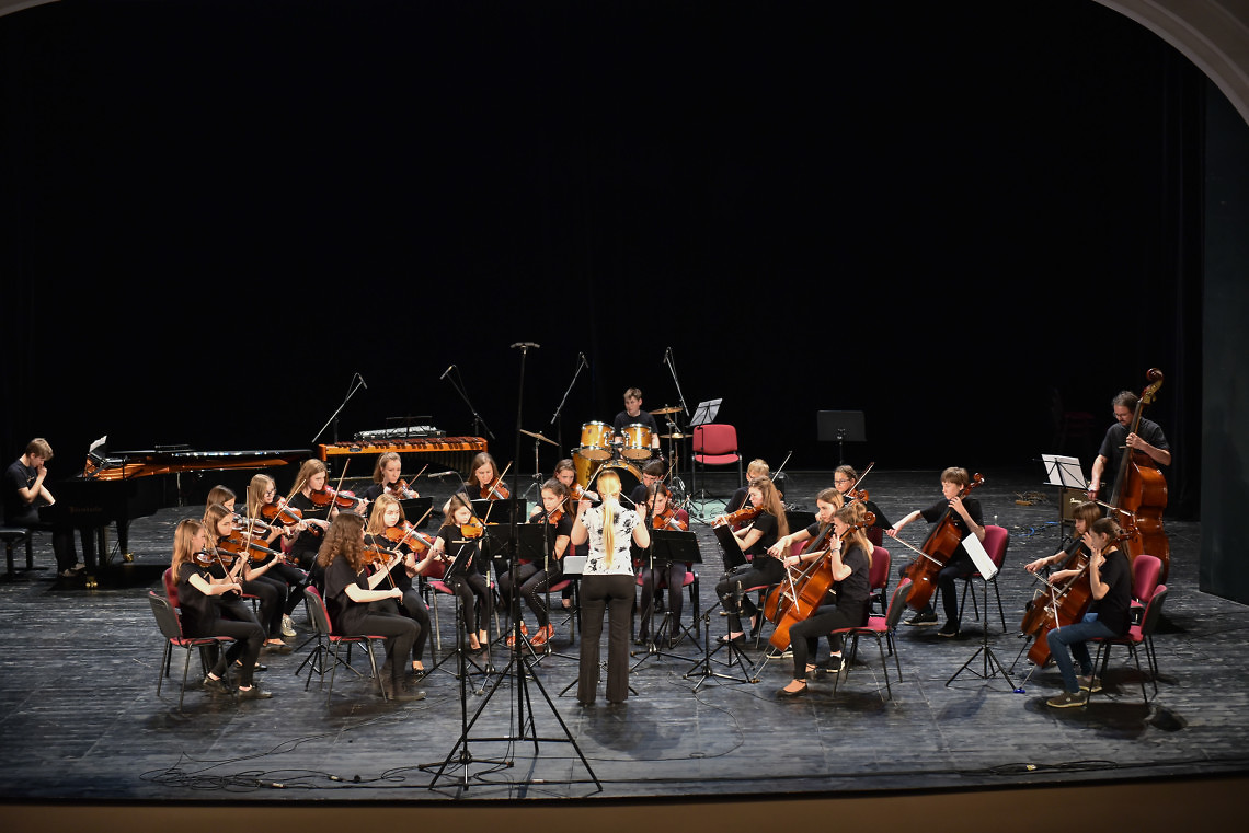 Glasbena šola Murska Sobota Dirigentka: Polona Žohar