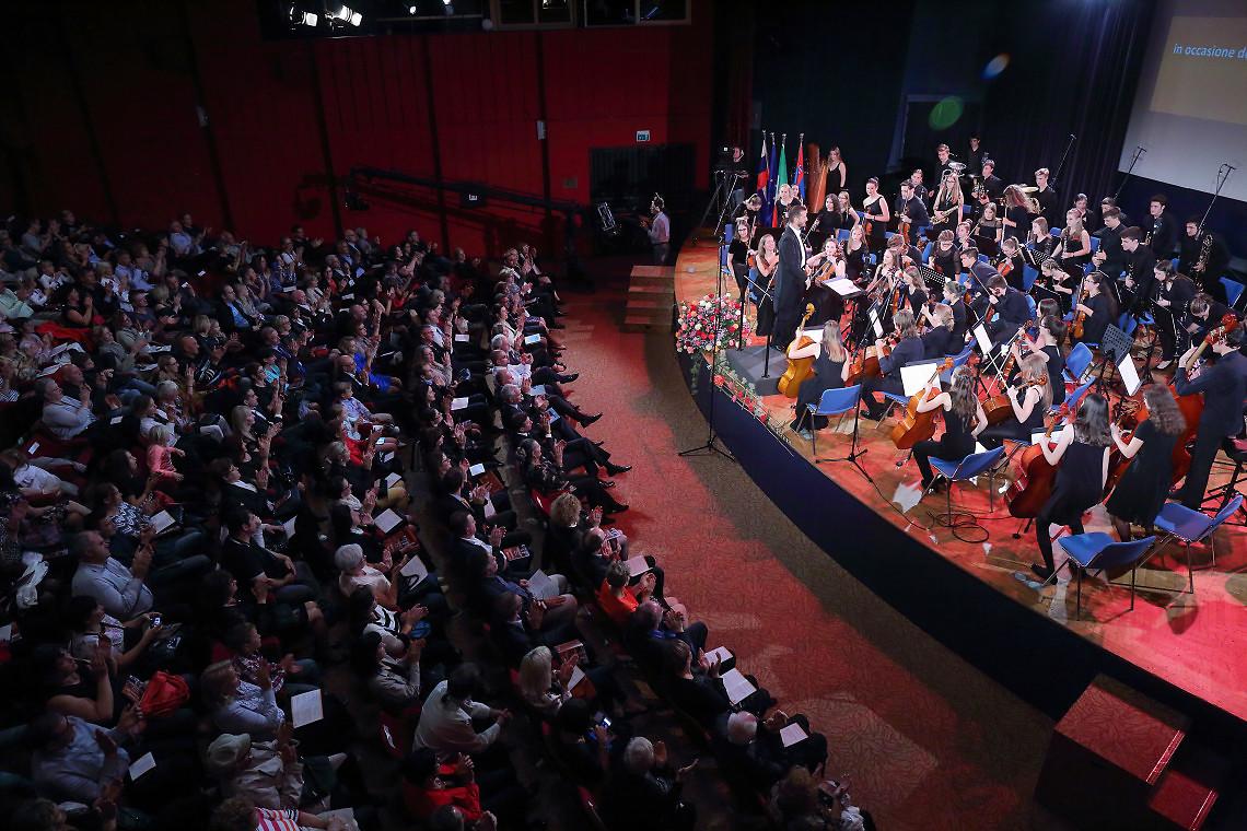 Simfonični orkester Glasbene šole Koper, dirigent: Žiga Cerar